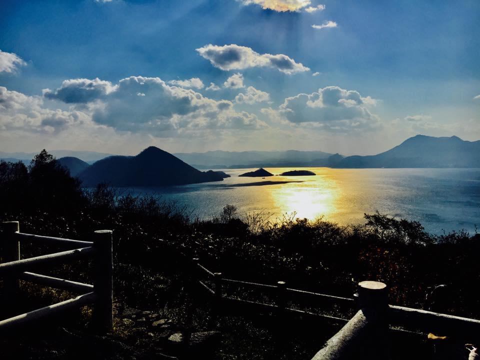 洞爺湖温泉の花火観賞船や有珠山ロープウェイ火口原展望台