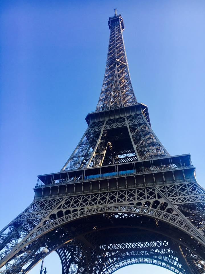 パリ半日観光でシャイヨー宮からエッフェル塔を眺める