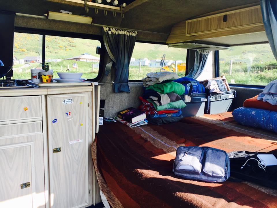 キャンピングカー内部収納スペースの室温管理と寝室