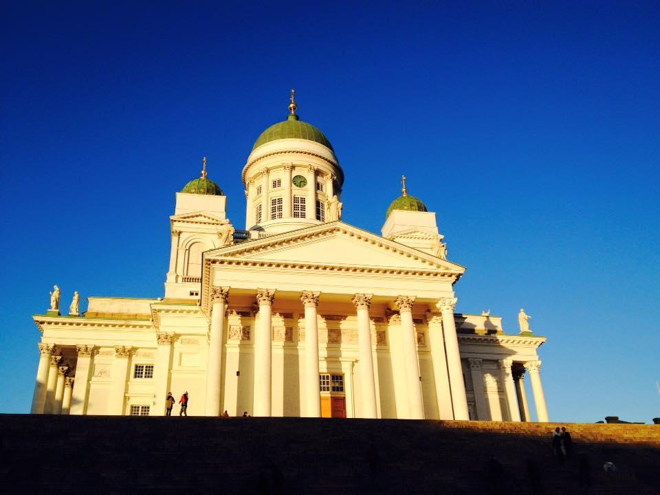元老院広場や広場街区をトラムで巡るフィンランドヘルシンキ