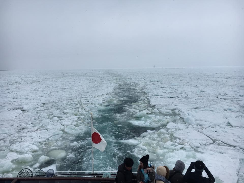 道東網走のオホーツク海流氷初日と流氷観光船オーロラ号に乗船