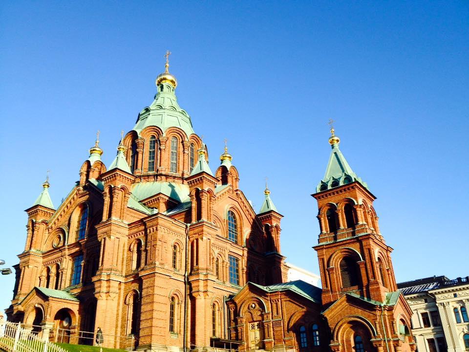 ヘルシンキのウスペンスキ寺院やマーケット広場を巡る