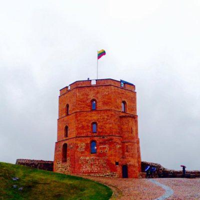 シャウレイ十字架の丘から見るリトアニアやバルト三国の国民性