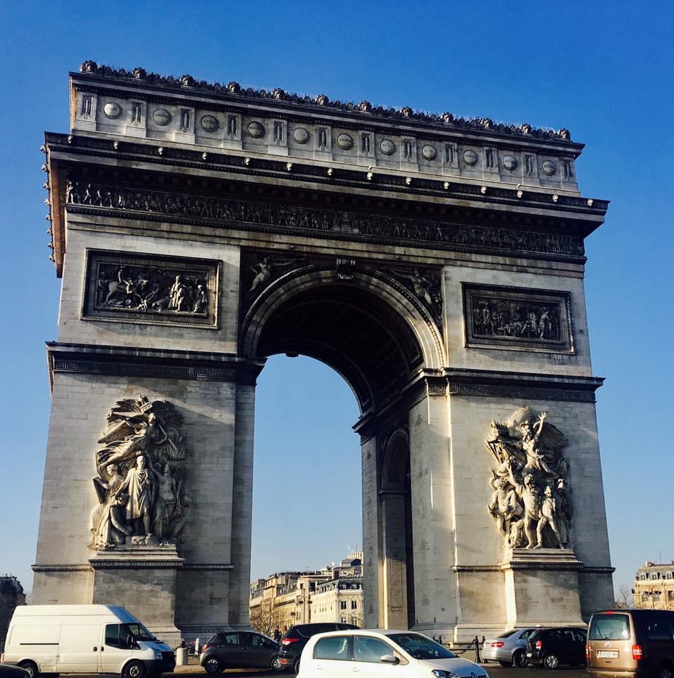 当時世界最大の門パリ凱旋門やシャンゼリゼ大通り観光スポット