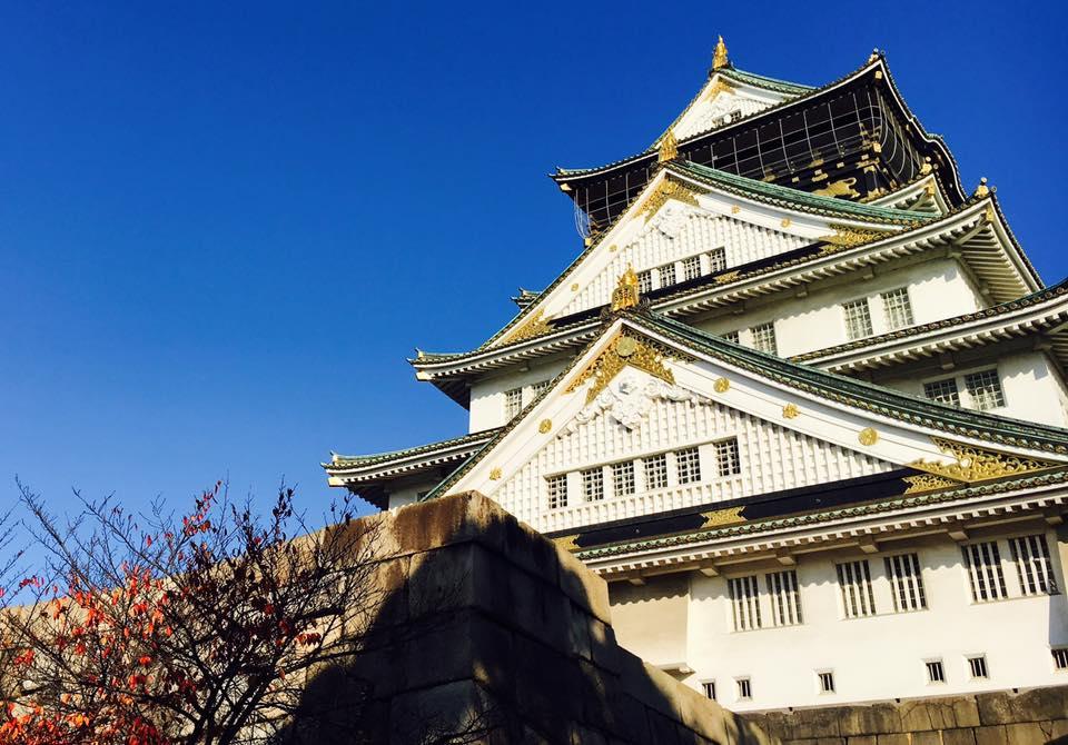 大阪城天守閣!大阪夏の陣図屏風のミニチュアや兜の試着体験