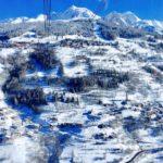 フランスアルプスのレザルクスキー場でスノーボード