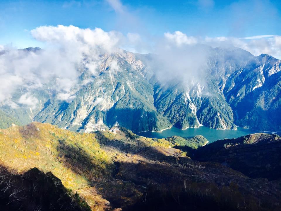 トロリーバスや立山ロープ―ウェイでアルペンルートを巡るツアー