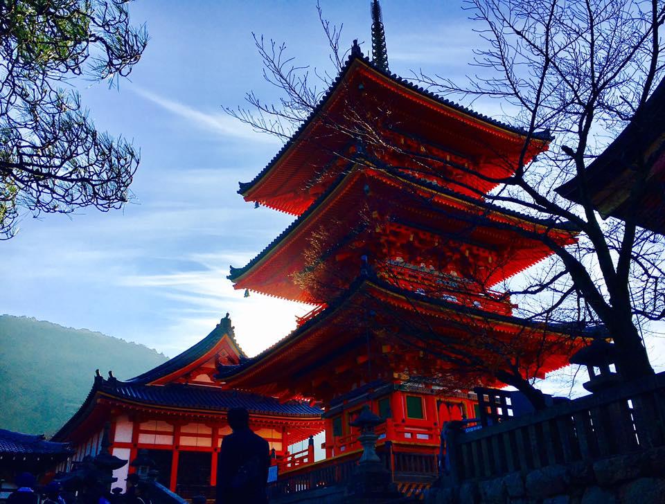 車椅子でも行ける懸造の清水寺の舞台から京都市内を眺める