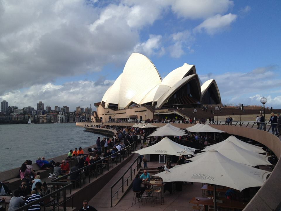 シドニーのボンダイビーチで朝食を取りザ・ロックスを巡る