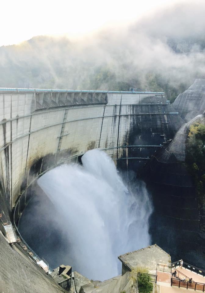 黒部ダム放水展望台は車椅子も対応!220階段を登る観覧広場もおすすめ