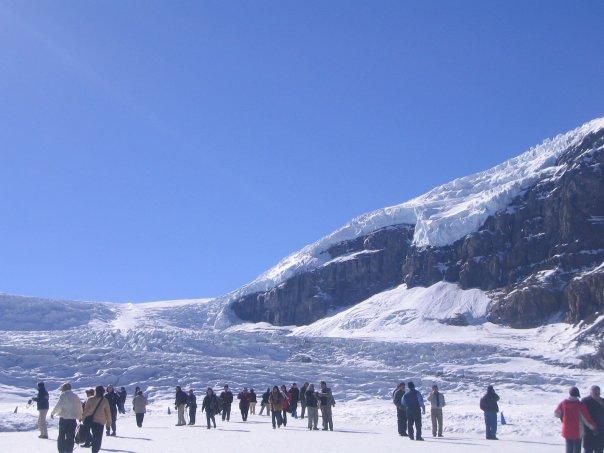 コロンビアアイスフィールドセンターからブリュースター社アサバスカ氷河へ