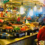 英語メニュー有り!生もの鮮度をチェック!通仁市場の共通コインとお弁当カフェ