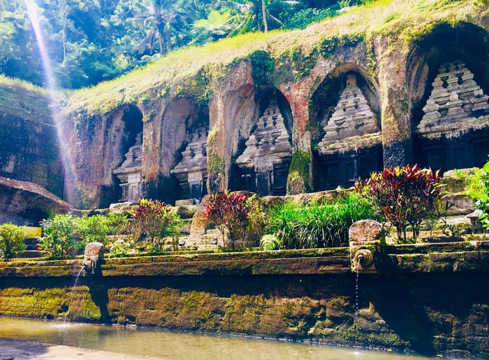 グヌンカウイお祈り&ティルタエンプル寺院沐浴&絶品ランチの旅