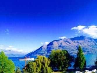 ワカティプ湖と遊覧船