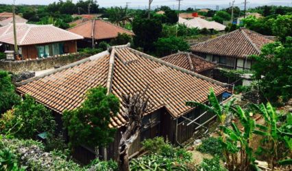 伝統家屋の赤瓦