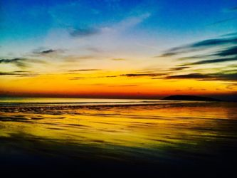 夕刻に染まるロッシリビーチ