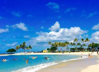 ワイキキビーチで海水浴
