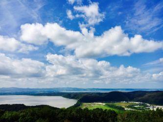 天都山展望台からの網走湖と能取湖