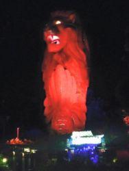 ライトアップされたマーライオン