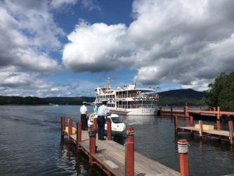 阿寒湖遊覧船とモーターボート