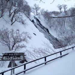 冬のオシンコシンの滝