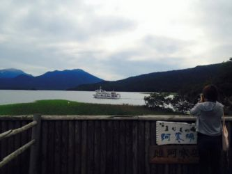 阿寒湖と遊覧船