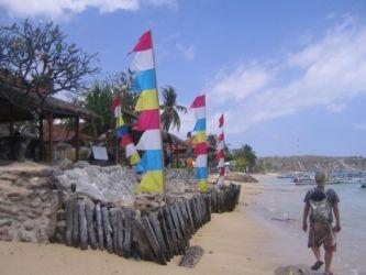 バリの浜辺を歩く