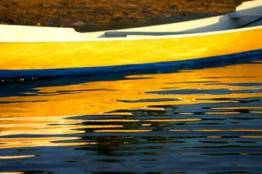 毎面に移る黄色いボート